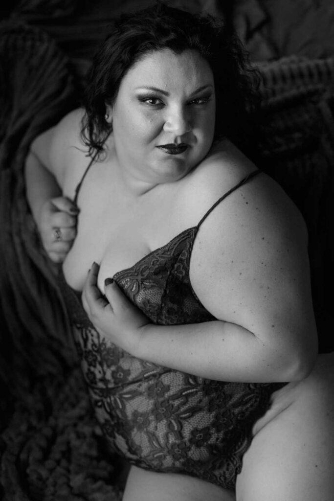 black adn white lace bodysuit plus size boston boudoir photography
